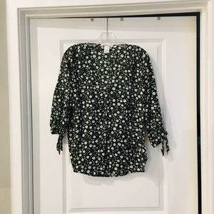 H&M V-neck peasant top. 3/4 sleeves with ties.